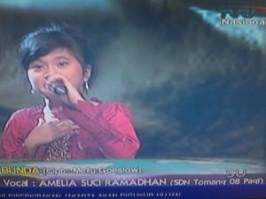 Amelia Suci Ramadhan at Ayo Bernyanyi TVRI sekolah SDN Tomang