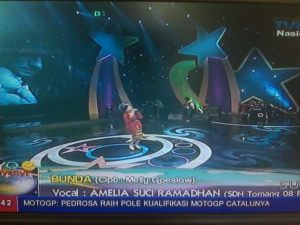 Amelia Suci Ramadhan at Ayo Bernyanyi TVRI part 2 sekolah SDN Tomang  Kategori:Bukan news presenter dari TV Manapun